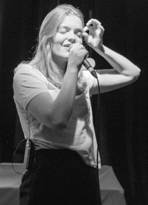 Katie Munshaw, lead singer of Ontario Indie group, Dizzy.